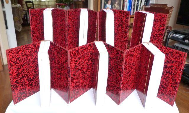 Les sept tomes, les gardes couleurs en Annonay rouge et noir.
